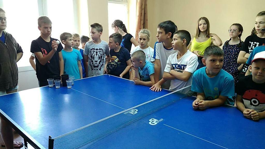 """Игра Glasspong в спортивном лагере """"Морская Волна"""""""